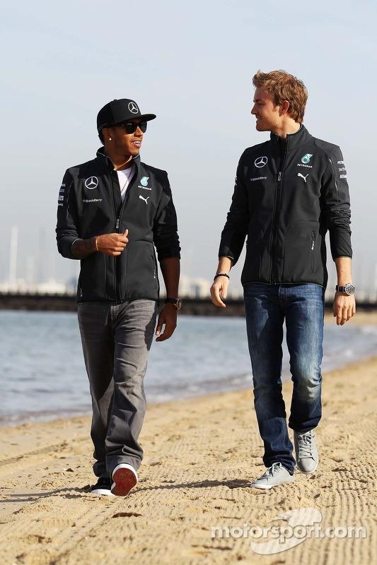 Lewis Hamilton, Mercedes AMG F1, e seu companheiro de equipe Nico Rosberg, da Mercedes AMG F1 W05, n