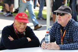 (Soldan Sağa): Niki Lauda, Mercedes Fahri Başkanı ve John Watson