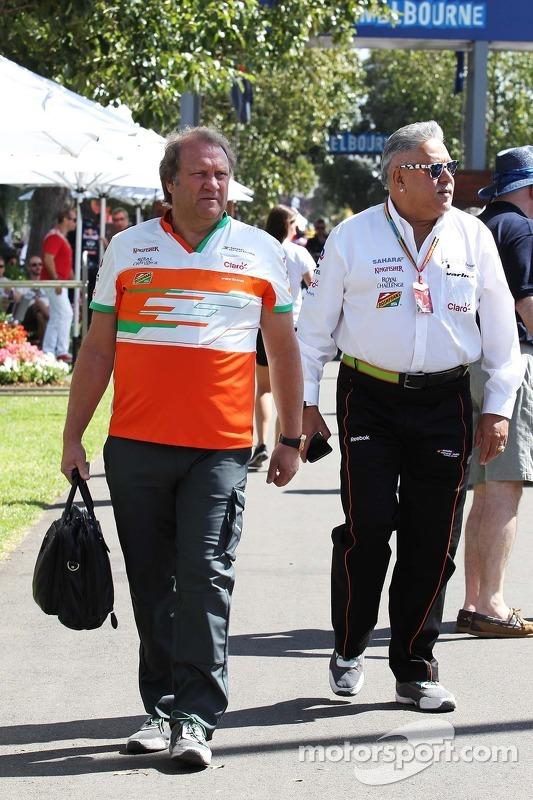 (L to R): Robert Fernley, Sahara Force India F1 Team Deputy Team Principal with Dr. Vijay Mallya, Sa