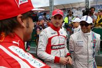 (从左至右): 费尔南多·阿隆索, 法拉利 和 朱尔斯·比安奇, 玛鲁希亚 F1车队 和 菲利普·马萨, 威廉姆斯 出席车手巡游