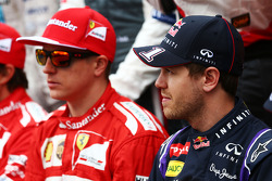 (Da sinistra a destra): Kimi Raikkonen, Ferrari con Sebastian Vettel, Red Bull Racing nella foto di inizio stagione