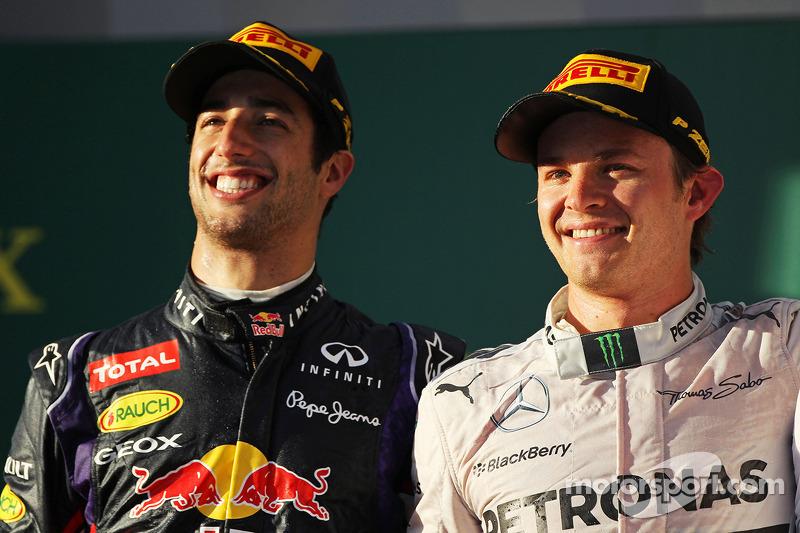 Il podio, Daniel Ricciardo, Red Bull Racing, con il vincitore della gara di Nico Rosberg, Mercedes AMG F1