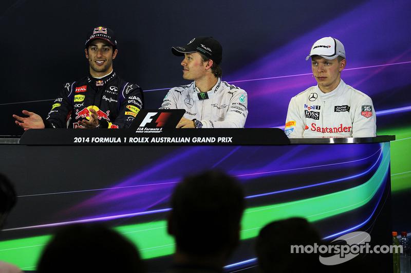 La conferenza stampa della FIA, Red Bull Racing, secondo; Nico Rosberg, Mercedes AMG F1, vincitore d