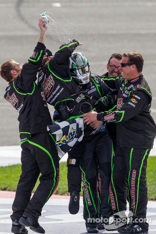 Vencedor da corrida Kyle Busch, Joe Gibbs Racing Toyota
