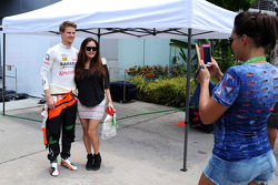 Nico Hulkenberg, Sahara Force India F1 with a fan