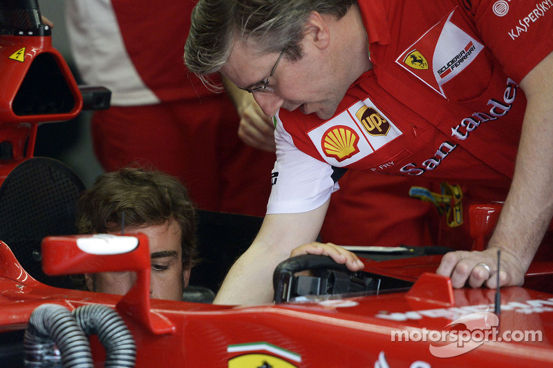 Fernando Alonso, Ferrari F14-T with Pat Fry, Ferrari Deputy Technical Director and Head of Race Engineering