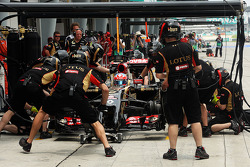 Boxenstopp-Training: Romain Grosjean, Lotus F1 E22