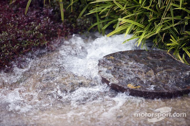 Piogge torrenziali nel paddock