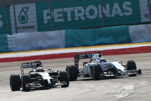 Kevin Magnussen, McLaren MP4-29 and Felipe Massa, Williams FW36 battle for position