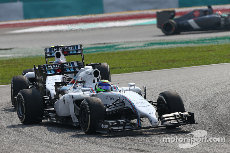 Felipe Massa, Williams FW36 leads Valtteri Bottas, Williams FW36