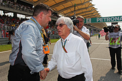 (L to R): Paul Hembery, Pirelli Motorsport Director with Bernie Ecclestone, on the grid