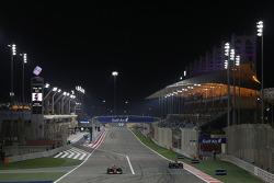 (Soldan Sağa): Kimi Raikkonen, Ferrari F14-T ve Jean-Eric Vergne, Scuderia Toro Rosso STR9