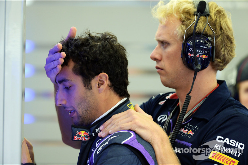 (L to R): Daniel Ricciardo, Red Bull Racing with Stuart Smith, Red Bull Racing Physio