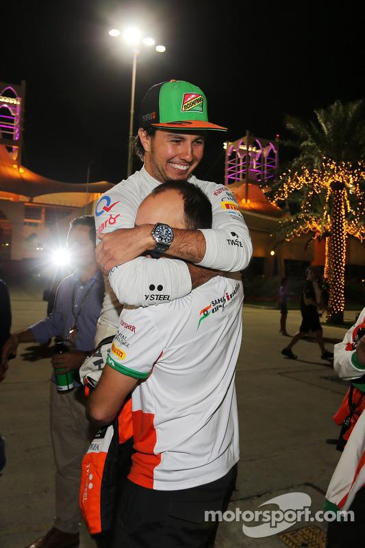 Sergio Perez, Sahara Force India F1, festeggia il terzo posto con Gianpiero Lambiase, ingegnere Sahara Force India F1