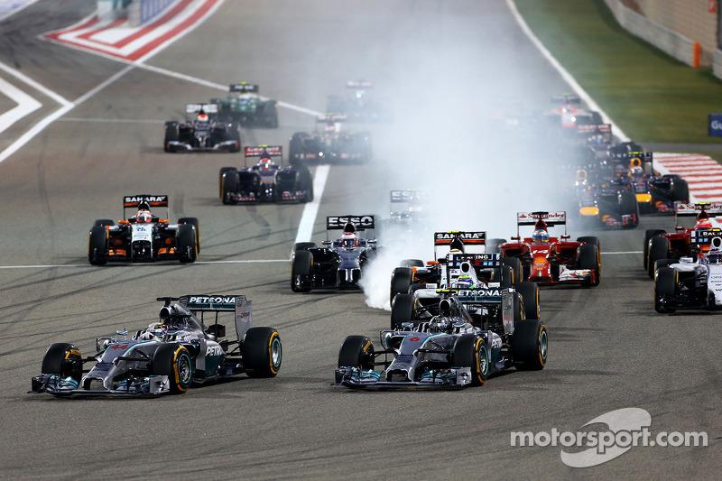 Largada da corrida, Nico Rosberg, Mercedes AMG F1 Team e Lewis Hamilton, Mercedes AMG F1 Team 06