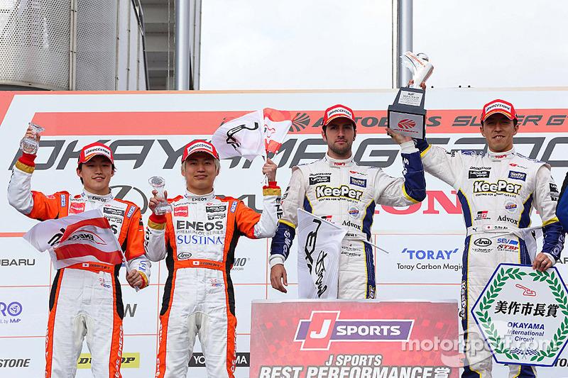 GT500 Kazanan Daizuke Ito ve Andrea Caldarelli, ikinci sıra Kazuya Oshima, Yuji Kunimoto