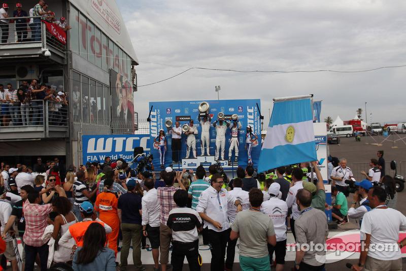 1st position Jose Maria Lopez, Citroën C-Elysee WTCC, Citroën Total WTCC , 2nd position Sébastien Lo