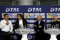 Bernd Schneider, Frank Biela, Volker Strycek und Hans Werner Aufrecht, Team Chef HWA, ITR Präsident