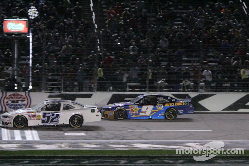 Chase Elliott O'Reilly Auto Parts 300'ü kazanıyor