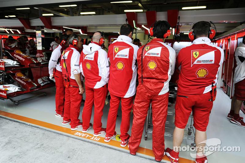 Ferrari mechanics create a human shield around the Ferrari F14-T of Kimi Raikkonen, Ferrari