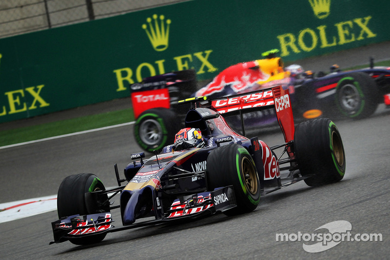 Daniil Kvyat, Scuderia Toro Rosso STR9 Daniel Ricciardo, Red Bull Racing RB10