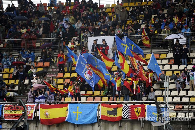 Fernando Alonso, Ferrari fans and flags