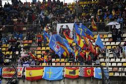 Fernando Alonso, Ferrari fans y banderas
