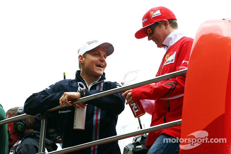 Valtteri Bottas, Williams con Kimi Raikkonen, Ferrari alla parata dei piloti
