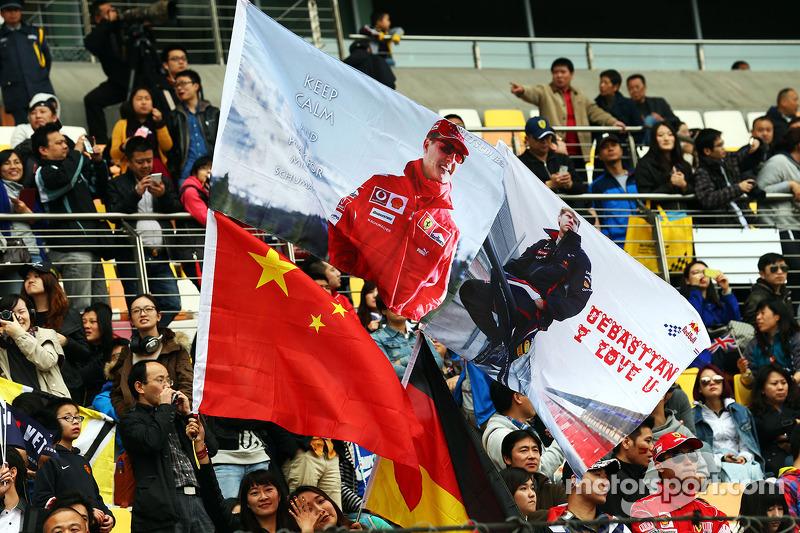 Banderas de Michael Schumacher y Sebastian Vettel, Red Bull Racing.