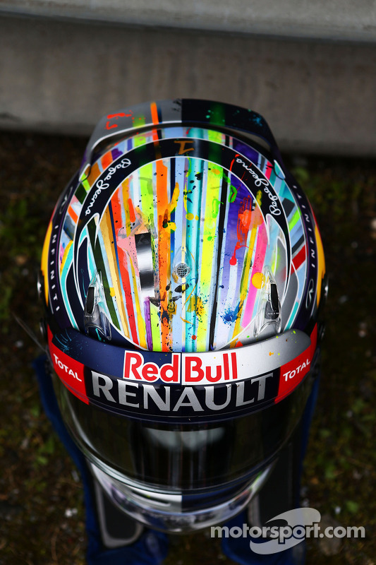 El casco de Sebastian Vettel, Red Bull Racing.