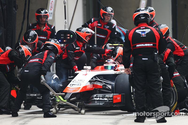 Max Chilton, del equipo Marussia F1 MR03 hace una parada de pits