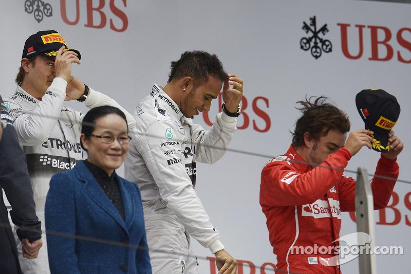 Il podio Nico Rosberg, Mercedes AMG F1, secondo; Lewis Hamilton, Mercedes AMG F1, vincitore della ga