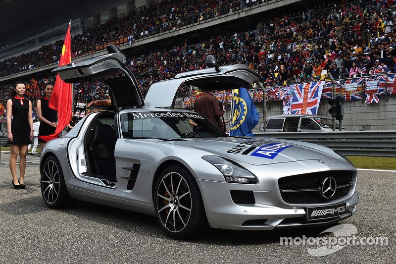 La Safety Car FIA sulla griglia di partenza