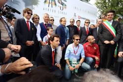 Ceremonia conmemorativa en la curva de Tamburello, Fernando Alonso, Jarno Trulli, Riccardo Patrese, Luca Badoer, Pierluigi Martini, Andrea de Cesaris, Gerhard Berger, Kimi Raikkonen, Pedro de la Rosa, Emanuele Pirro, Ivan Capelli