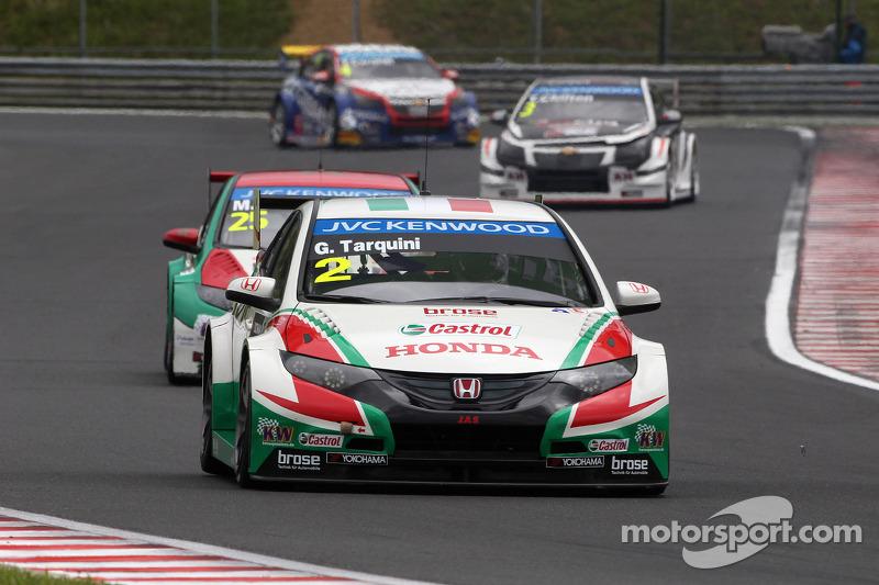 Gabriele Tarquini, Honda Civic WTCC, Castrol Honda WTCC team davanti a Mehdi Bennani, Honda Civic WT