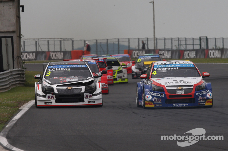 Tom Chilton, Chevrolet Cruze RML TC1, ROAL Motorsport e Tom Coronel, Chevrolet Cruze RML TC1, Roal M