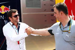 Steve Robertson, Fahrermanager; Ron Meadows, Mercedes AMG F1, Teammanager