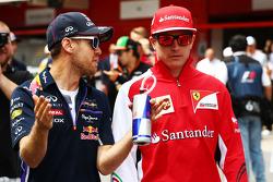 (Soldan Sağa): Sebastian Vettel, Red Bull Racing ve Kimi Raikkonen, Ferrari pilot geçiş töreninde
