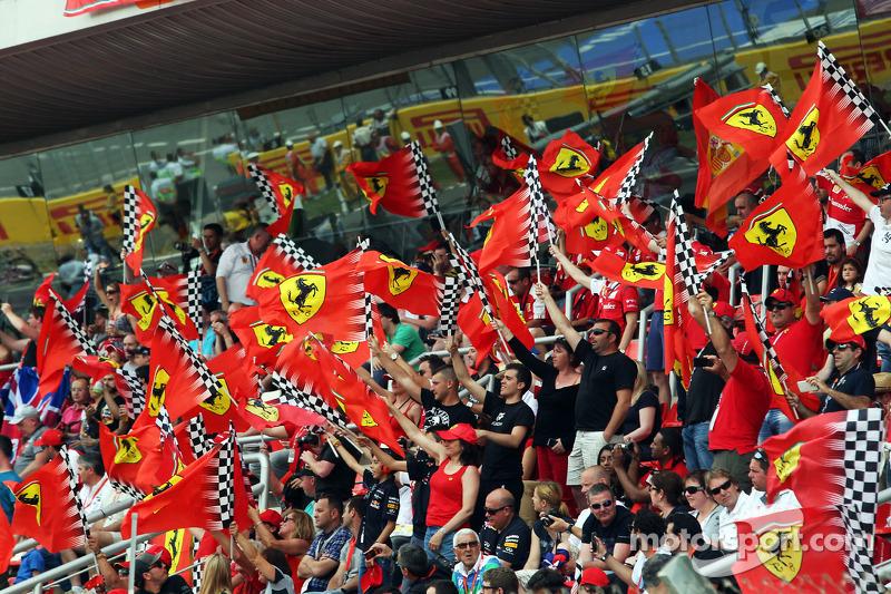 Ferrari taraftarları ana tribünde