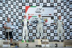 Podium: ganador, Caio Collet, SILBERPFEIL Energy Dubai, segundo, David Schumacher, Rasgaira Motorsports, tercero, Sami Taoufik, SILBERPFEIL Energy Dubai