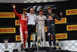 Podio: Tony Ross, ingegnere di pista Mercedes AMG F1, il vincitore della gara Nico Rosberg, Mercedes AMG F1, il secondo classificato Sebastian Vettel, Ferrari, il terzo classificato Daniil Kvyat, Red Bull Racing