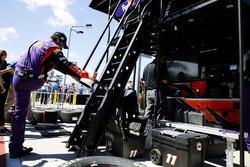 Denny Hamlin, Joe Gibbs Racing, Toyota Camry FedEx Freight crew member