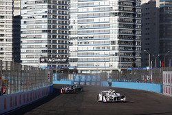 Jose Maria Lopez, Dragon Racing,leads Felix Rosenqvist, Mahindra Racing, Nelson Piquet Jr., Jaguar Racing