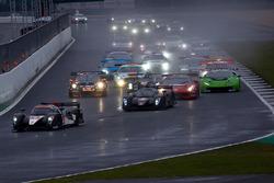 #4 Simpson Motorsport Ginetta G57-P2: Steve Tandy, Bob Berridge, Mike Simpson, Charlie Robertson leads from the start