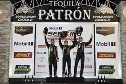 Podio general: ganadores Pipo Derani, Johannes van Overbeek, Nicolas Lapierre Tequila Patrón ESM Nissan