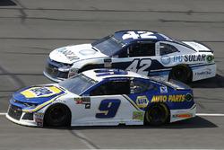 Chase Elliott, Hendrick Motorsports, Chevrolet Camaro NAPA Auto Parts Kyle Larson, Chip Ganassi Racing, Chevrolet Camaro DC Solar