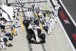 Lance Stroll, Williams FW41 Mercedes, deja su pit después de una parada