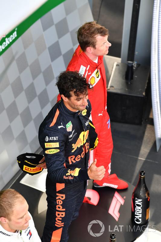 Daniel Ricciardo, Red Bull Racing et Kimi Raikkonen, Ferrari sur le podium