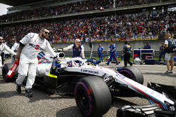 Sergey Sirotkin, Williams FW41 Mercedes, arrive sur la grille