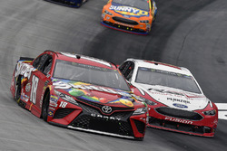 Kyle Busch, Joe Gibbs Racing, Toyota Camry Skittles and Ryan Blaney, Team Penske, Ford Fusion REV